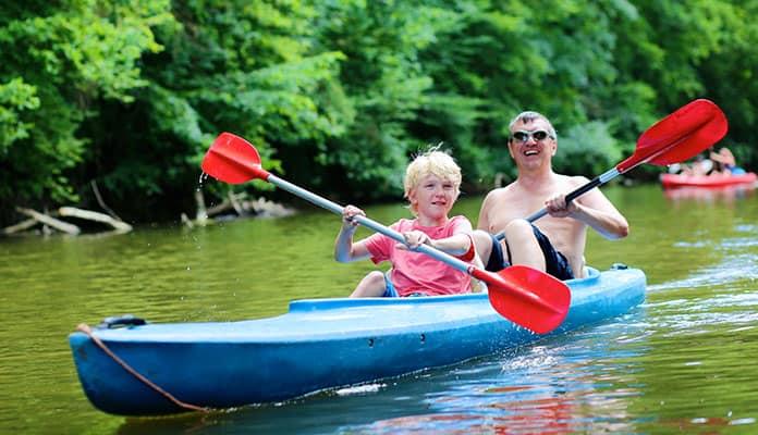 Holding-the-Kayak-Paddle-Correctly