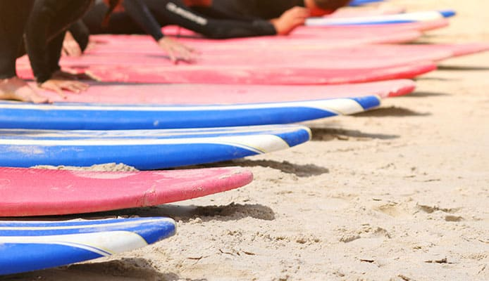 How-To-Choose-The-Best-Beginner-Surfboard---Buying-Guide