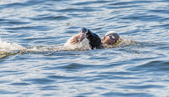 Q_-How-to-keep-cap-and-goggles-still-during-a-triathlon_