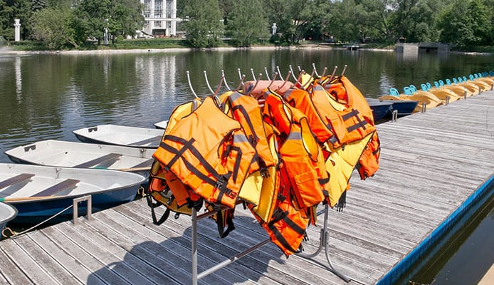 Life_Jackets_on_a_hanger