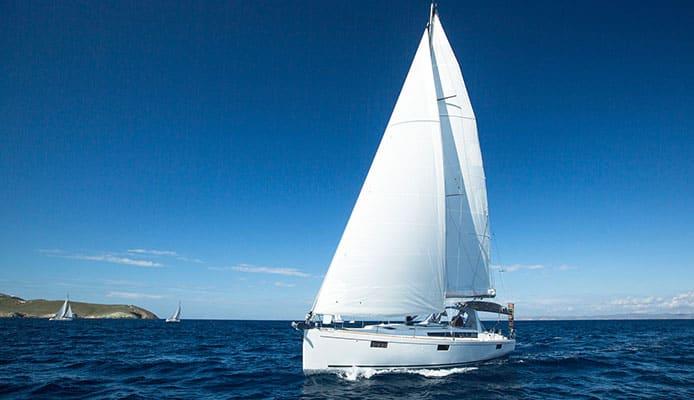 Tacking_a_Sailboat_Tips_and_Considerations