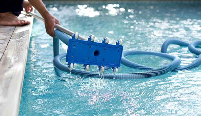 10 Best Pool Vacuum Heads in 2019 [Buying Guide] - Globo Surf