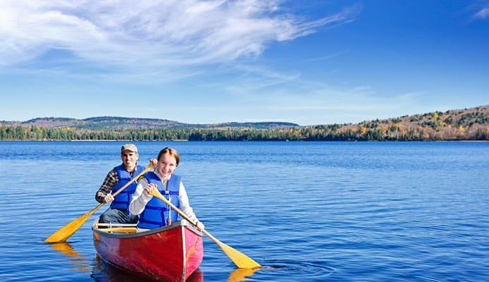 Family_canoe_trip_in_life_jacket