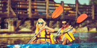 Family_on_kayak_ride
