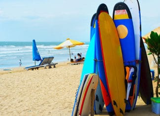 Surfboards_and_funboards_on_beach