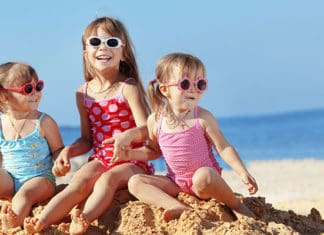 How_to_Keep_Your_Child_Safe_at_the_Beach