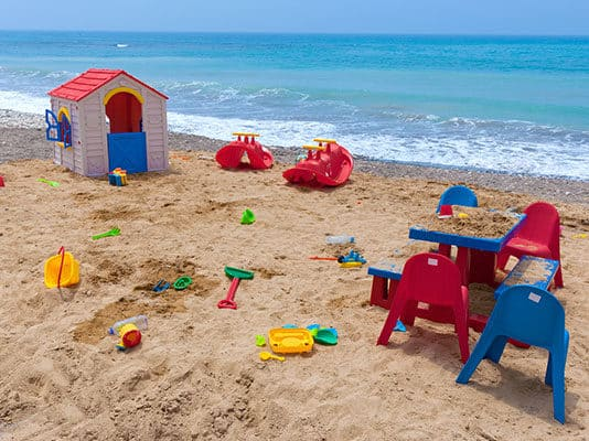 15_Fun_Beach_Games_with_Toys_and_Floats
