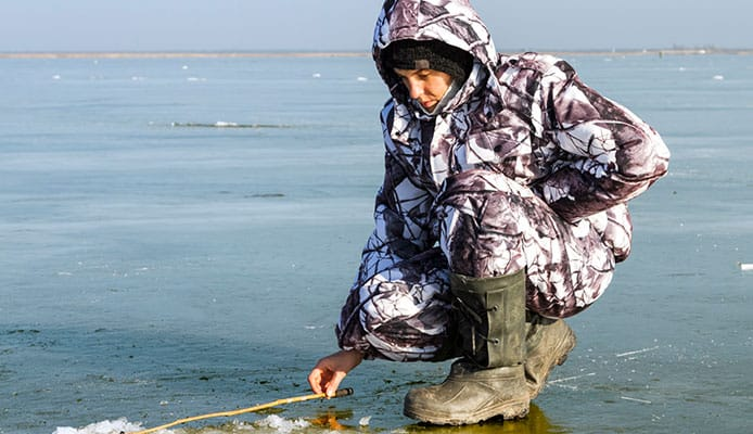 How_an_Ice_Fishing_Bib_Benefits_a_Fisherman