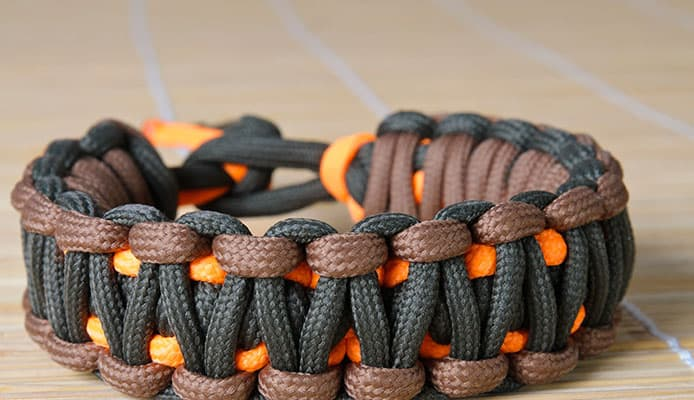 HOw_To_Choose_A_Paracord_Survival_Bracelet