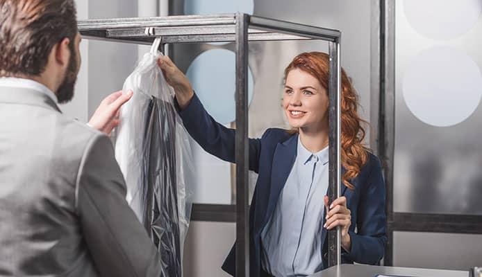 How_To_Choose_A__Garment_Bag