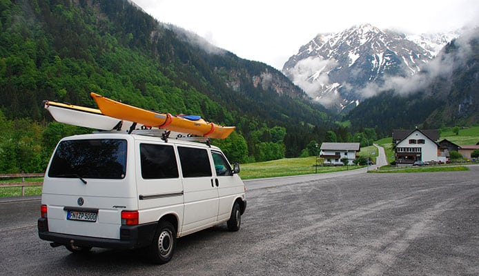 Different_positions_to_load_the_kayaks