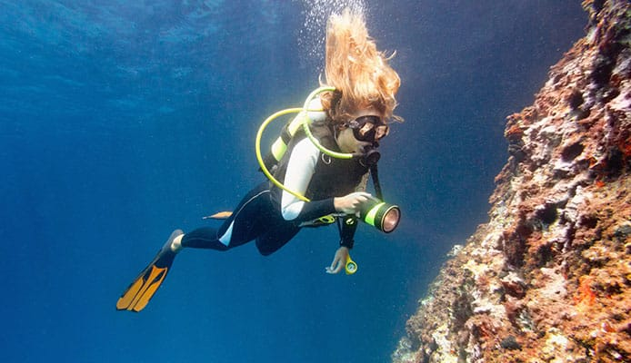 5_Ways_to_Keep_Your_Hair_Out_of_Your_Face_When_Scuba_Diving