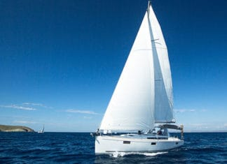Gybing_Sailboat_Guide