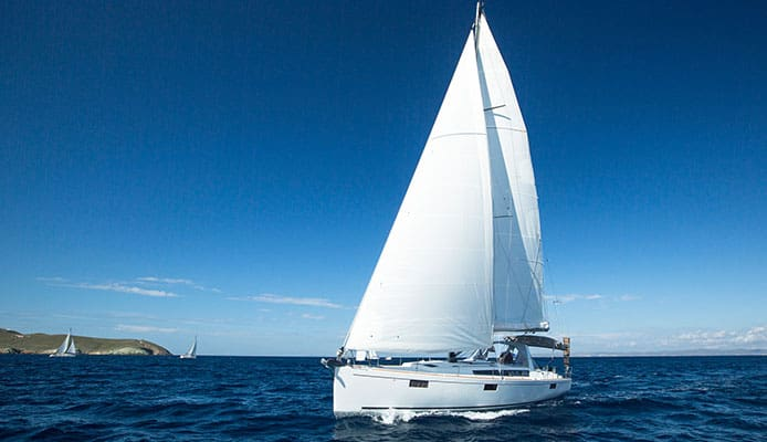 Gybing_Sailboat_Guide