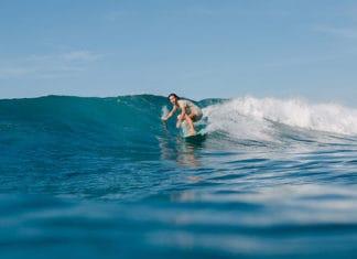 Surfing_Technique_Turtle_Roll