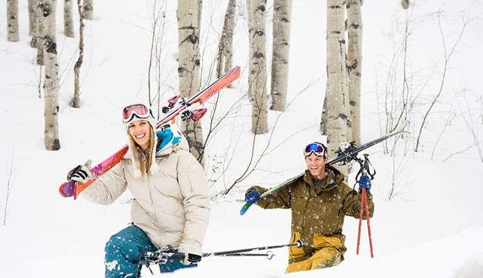 3_Ways_How_To_Carry_Skis
