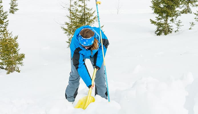 What_Is_The_Difference_Between_A_Regular_And_Avalanche_Shovel