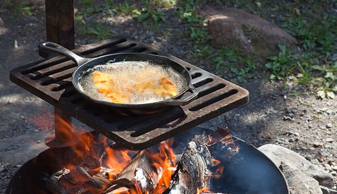 How_To_Choose_Cast_Iron_For_Camping