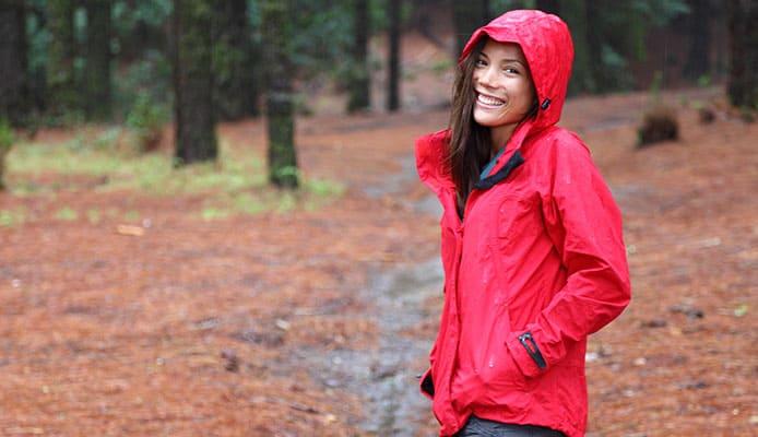 How_To_Choose_Women_s_Rain_Jacket