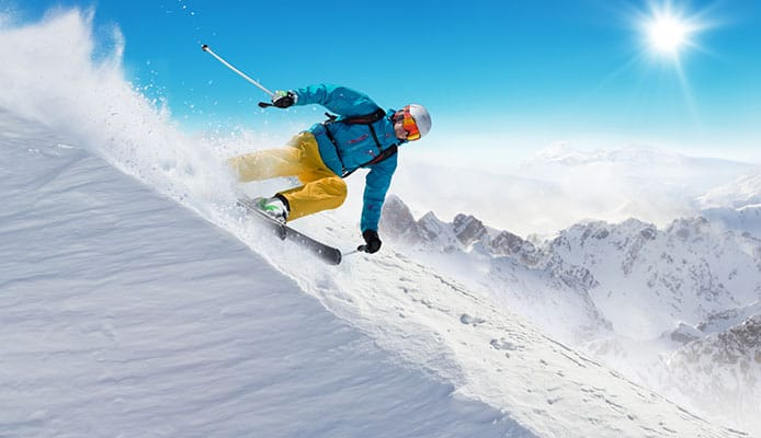 Snowboarding_vs_Skiing_Guide_For_Beginners