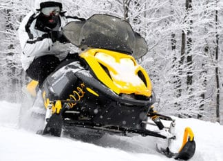 How_to_Choose_the_Right_Snowmobile