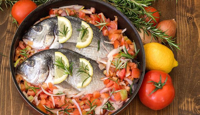 How_does_Gordon_Ramsay_cook_salmon_crispy