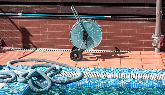 DIY_Pool_Vacuum_Easy_And_Cheap_Homemade_Pool_Vacuum