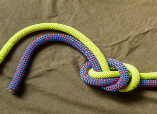 Overhand_Knot_-_How_To_Tie_A_Overhand_Knot