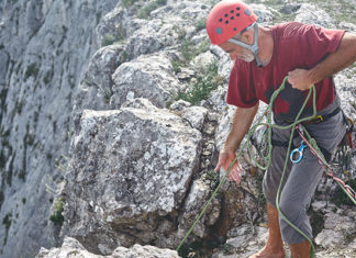 What_Is_Trad_Climbing_(Traditional_Climbing_Guide)