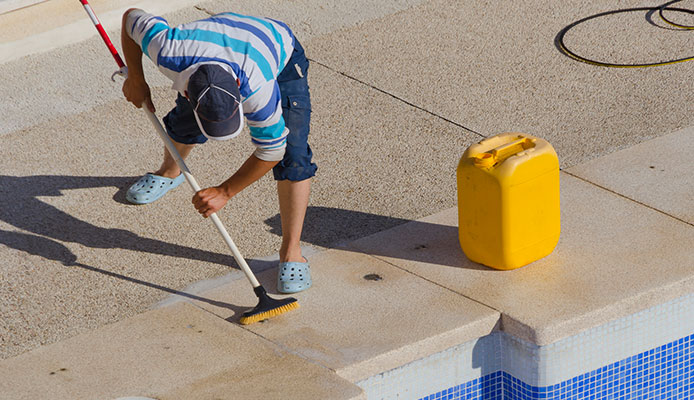 What_is_the_best_way_to_clean_a_pool_deck_