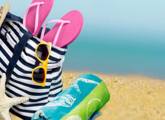 Beach_Towel_vs_Bath_Towel_Comparison_Guide
