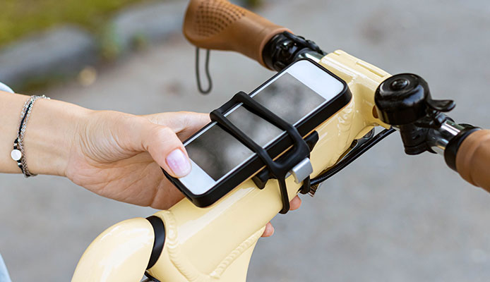How_Do_You_Attach_Your_Phone_To_A_Bike_