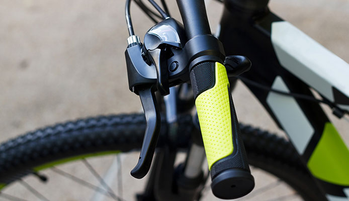 How_To_Remove_And_Replace_Bike_Grips_For_A_Smooth_Ride